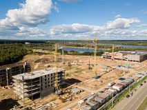 место крана конструкции здания Воздушный взгляд трутня стоковое фото rf
