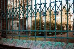 место металла зеленого цвета загородки рекламы пустое Стоковые Изображения RF