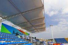 Место на открытой трибуне стадиона с тентом Стоковые Фото