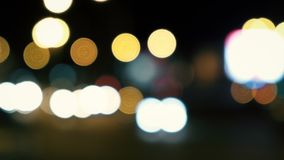место ночи урбанское Defocused конспект светофоров ночи сток-видео
