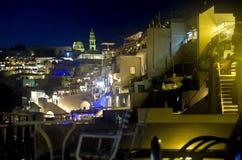 Место ночи Fira, Santorini, Греции Стоковое Изображение