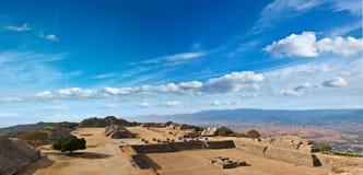 место панорамы monte alban Мексики священнейшее стоковые фотографии rf