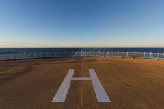 Место посадки вертолета на палубе корабля на море Стоковое Фото