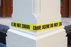 Место преступления не пересекает, желтая полиция связывает тесьмой Стоковое Изображение
