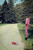 Место преступления с ботинком и шарфом женщины Стоковые Изображения RF
