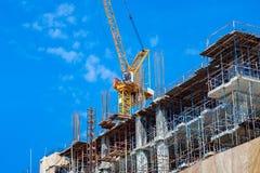 Место строительной конструкции с машинным оборудованием башни крана стоковое фото rf