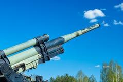 Место фронта Ленинграда сражений во время Второй Мировой Войны в России, выставки воинских оружий, зенитной пушки Стоковые Фото