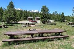 Место для лагеря группы в горах Стоковая Фотография RF