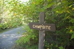 Место для лагеря подписывает внутри северную Минесоту стоковое изображение