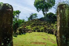 Место Gunung Padang Megalithic в Cianjur, западной Ява, Индонезии Стоковое Изображение RF