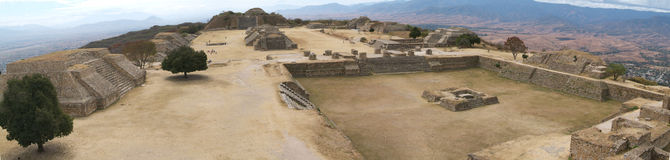 место monte alban археологическое Мексики стоковые фотографии rf