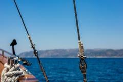 Металлическая веревочка корабля с гайками - и - болты Стоковые Изображения