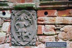 Металлическая пластинка в стене сада, замок Edzell, Шотландия стоковое фото