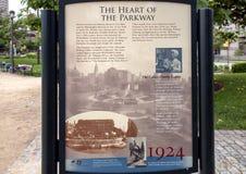 Металлическая пластинка информации, фонтан Swann мемориальный, круг Logan, Филадельфия, Пенсильвания Стоковая Фотография