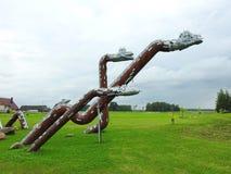 Металлическая трав-змейка в парке, Литве стоковые изображения