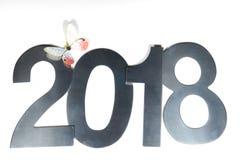 Металлические диаграммы 2018 и бумажная бабочка на белой предпосылке, предпосылка Нового Года Стоковые Фото