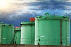 Металлические силосохранилища химического завода Стоковое Фото