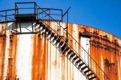 Металлические силосохранилища химического завода Стоковое Изображение RF