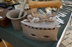 Металлолом, tableware и другие старые объекты Стоковая Фотография RF