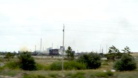Металлургическое предприятие в городе Temirtau, Казахстана На горизонте печные трубы которые загрязняют атмосферу видеоматериал
