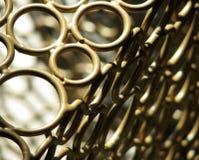 Металл золота объезжает предпосылку дизайнера взгляда макроса коробки угловую Стоковые Изображения RF
