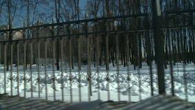 Металл обнесет забором вид на город видеоматериал
