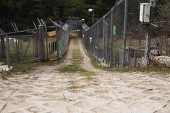 Металл обнесет забором zoopark стоковое фото rf