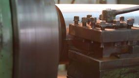 Металл обрабатывая сваривая филируя меля вырезывание видеоматериал