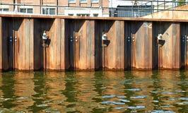 Металл ограждая канал Амстердам стоковые фотографии rf
