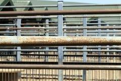 металл пускает ржавое по трубам стоковое фото rf