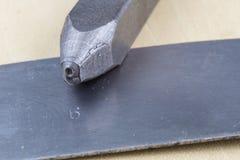 Металл штемпелюет для штемпелевать номера и письма в металле выбито стоковое фото rf