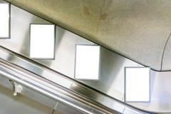 Металл внутренний c станции метро рекламы космоса объявления эскалатора Стоковые Фото