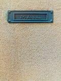 Металлическая зеленая рамка с почтой слова на предпосылке старой стены Стоковые Фотографии RF