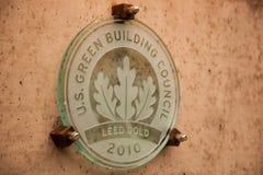 Металлическая пластинка здания золота Leed стоковое изображение