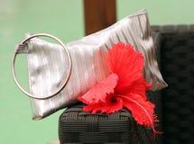 Металлические портмоне и цветок Стоковая Фотография