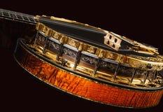 Металлическое роскошное золотое банджо на черной предпосылке Стоковое фото RF