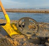 Металл обнаруживая на пляже Стоковая Фотография