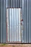 Металл обшивает панелями стену стоковое изображение rf
