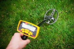 Металлоискатель в действии Стоковое фото RF