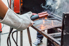 Металл сварки работника Стоковое фото RF