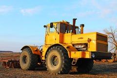 Металл силы трактора колеса неба Стоковые Изображения RF
