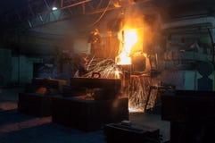 Металлургическое предприятие, горячая отливка металла стоковые фото