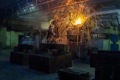 Металлургическое предприятие, горячая отливка металла стоковые изображения rf