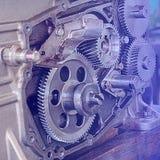 Металл шестерни катит конец-вверх Шестерни и макрос cogs, тонизированная синь Стоковая Фотография