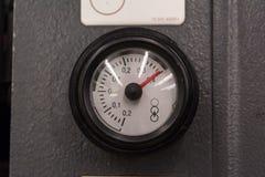 Металл Equipmen детали крупного плана символа кольца печатания шкалы давления Стоковое фото RF