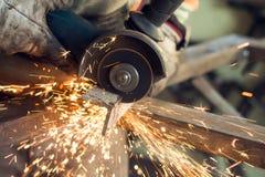 Металл sawing Стоковая Фотография