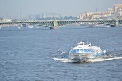 Метеор, шлюпка судна на подводных крыльях в Санкт-Петербурге Стоковое Фото