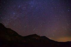 Метеор Geminid в ночном небе Стоковая Фотография RF