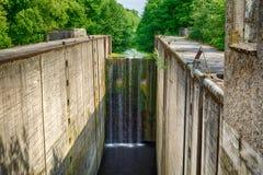 15 метров водопада на покинутом замке реки Стоковое Изображение