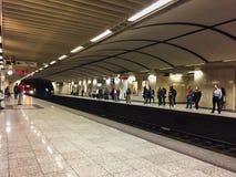 Метро Афин, быстро проходя поезд причаливая, Греция Стоковая Фотография RF